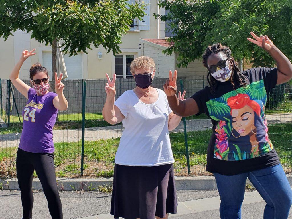 Des locataires aident à la confection de masques | Marianne Solidarités